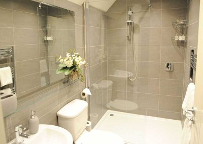 Stiriing Luxury Apartments - Bathroom